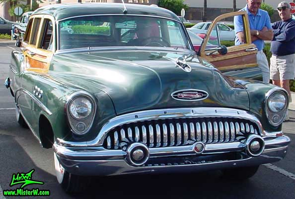 Photo of a dark green 1953 Buick Stationwagon at the Scottsdale Pavilions Classic Car Show in Arizona. 1953 Buick Stationwagon in Scottsdale