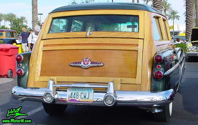 Photo of a forest green 1953 Buick Super Estate wagon, a Woodie station wagon with wood panels at the Scottsdale Pavilions Classic Car Show in Arizona. Wooden tailgate of a 1953 Buick Super Woodie wagon
