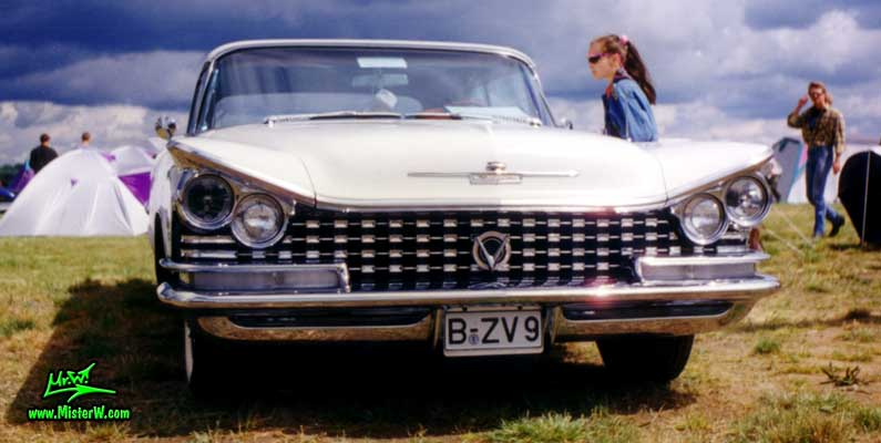 Photo of a white 1959 Buick Convertible at a classic car meeting in Germany. 1959 Buick Convertible Front Grill