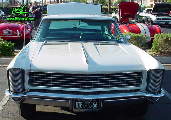 Photo of a white 1965 Buick Riviera 2 Door Hardtop Coupe at the Scottsdale Pavilions Classic Car Show in Arizona. 1965 Buick Riviera Front