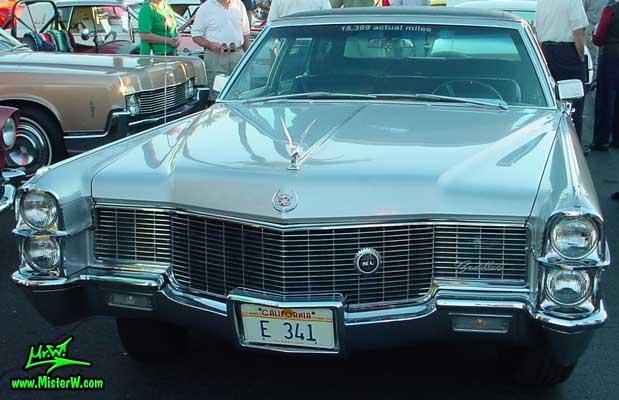 Photo of a silver grey 1965 Cadillac Fleedwood 4 Door Hardtop Sedan at the Scottsdale Pavilions Classic Car Show in Arizona. 1965 Cadillac Fleedwood