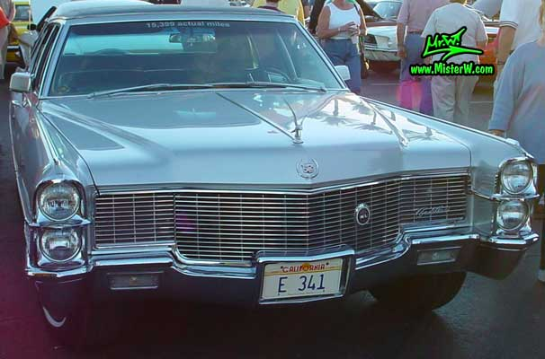 Photo of a silver grey 1965 Cadillac Fleedwood 4 Door Hardtop Sedan at the Scottsdale Pavilions Classic Car Show in Arizona. 1965 Fleedwood