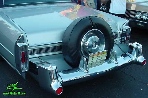 Photo of a silver grey 1965 Cadillac Fleedwood 4 Door Hardtop Sedan at the Scottsdale Pavilions Classic Car Show in Arizona. Continental Kit on a 1965 Cadillac Fleedwood