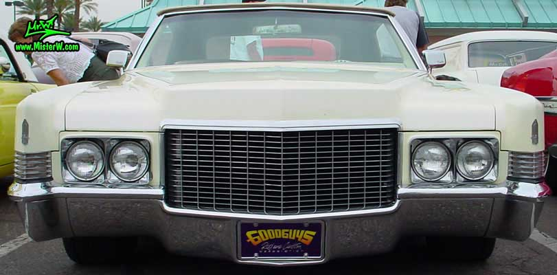 Photo of a white 1970 Cadillac Convertible at the Scottsdale Pavilions Classic Car Show in Arizona. 1970 Cadillac Chrome Grill