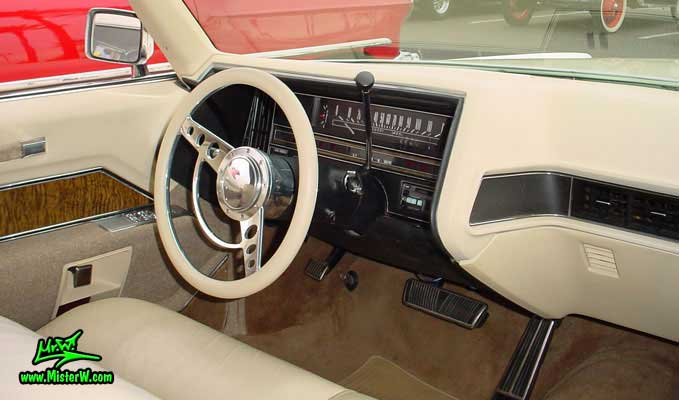 Photo of a white 1970 Cadillac Convertible at the Scottsdale Pavilions Classic Car Show in Arizona. 1970 Cadillac Dashboard