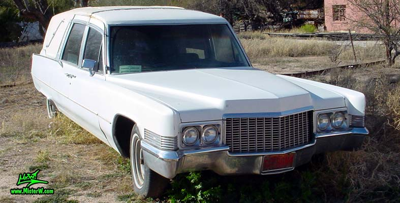 Photo of a white 1970 Cadillac Hearse in Tucson, Arizona. White Hearse
