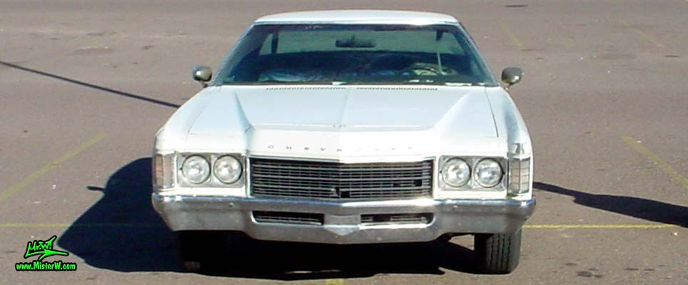 Photo of a beat up white & rusty 1971 Chevrolet 2 door hardtop coupe in Phoenix, Arizona. Frontview of a 1971 Chevrolet Coupe