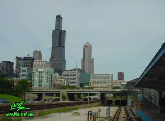 Photo of the Sears Tower & the 311 South Wacker building in downtown Chicago, taken from the UIC-Halsted train station in summer 2004 Sears Tower & the 311 South Wacker building from the Subway