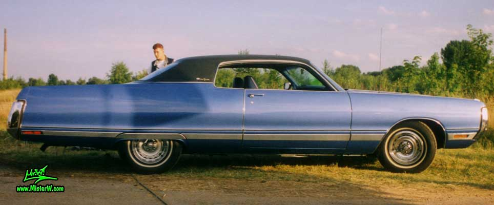 Photo of a blue 1972 Chrysler New Yorker 2 Door Hardtop Coupe at a Classic Car Meeting in Germany. Sideview of a 1972 Chrysler Fuselage