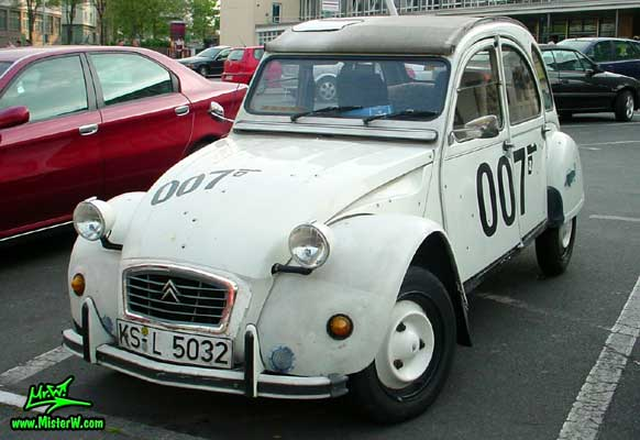 Photo of a white Citroen 2CV 4 Door Hardtop Sedan in Kassel, Germany. 007 Ente