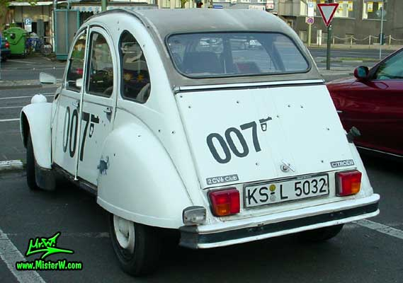 Photo of a white Citroen 2CV 4 Door Hardtop Sedan in Kassel, Germany. 2CV Ente