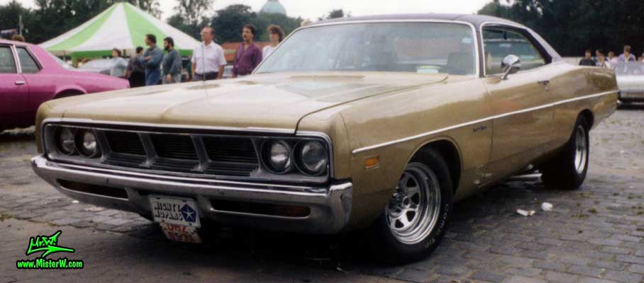 Photo of a brown 1969 Dodge 2 Door Hardtop Coupe at a Classic Car meeting in Germany. 1969 Dodge Coupe Frontview