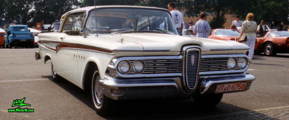 Photo of a white & red 1959 Edsel Corsair 2 Door Hardtop Coupe at a Classic Car Meeting in Germany. 59 Edsel Corsair Frontview