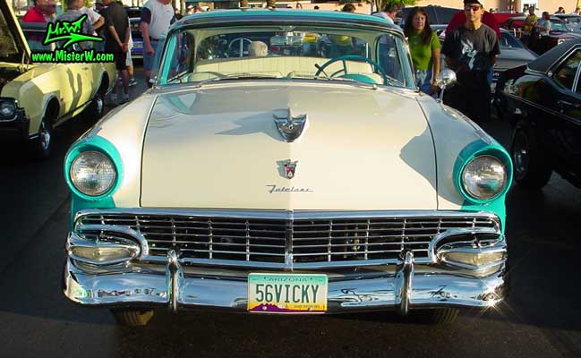 Photo of a white & turquoise 1956 Ford Fairlane 2 Door Hardtop Coupe at the Scottsdale Pavilions Classic Car Show in Arizona. 56 Ford Fairlane Chrome Grill