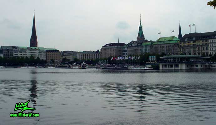 Photo of Jungfernstieg & Alsterpavillion on the inner Alster lake (Binnen Alster) in Hamburg taken from Neuer Jungfernstieg in summer 2003 Jungfernstieg und Alster in Hamburg, Germany