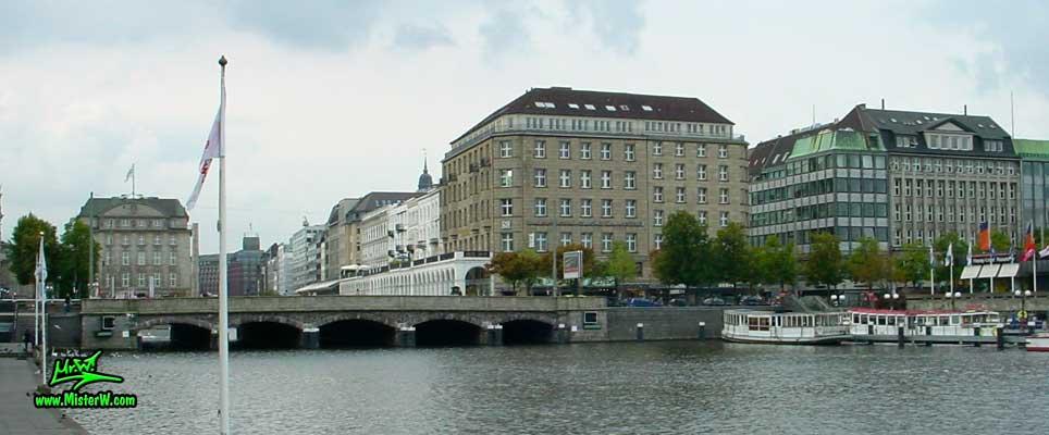 Photo of the Reesendammbrücke & the Alsterarkaden on the inner Alster lake (Binnen Alster) in Hamburg taken from Ballindamm, summer 2003 Reesendammbrücke & Alsterarkaden in Hamburg, Germany