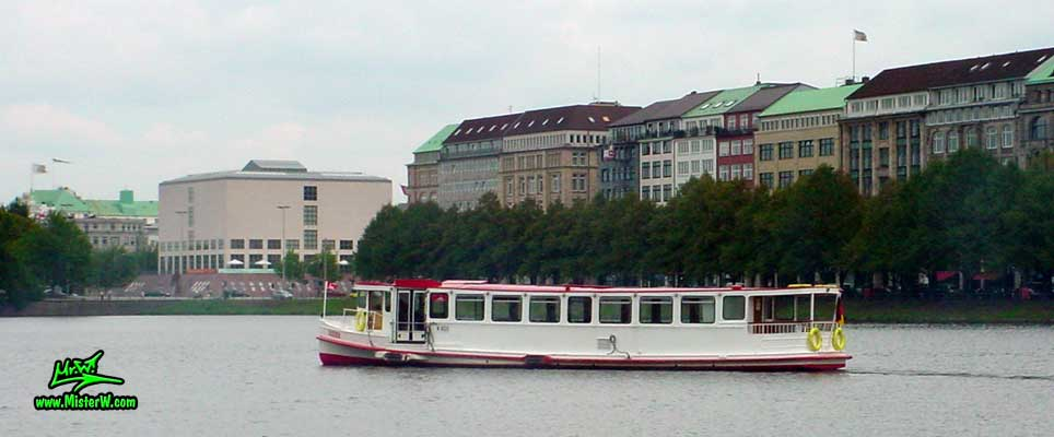 Photo of a Alsterdampfer (Tour Boat) on the inner Alster lake (Binnen Alster), summer 2003 Alster Dampfer in Hamburg