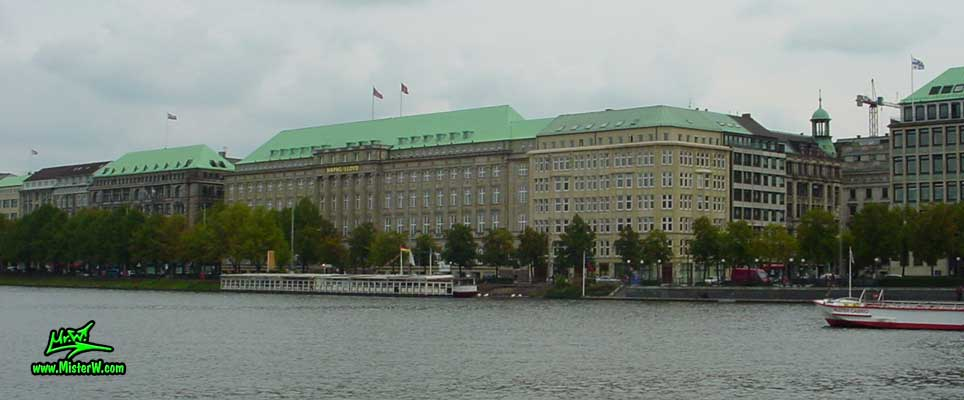 Photo of the Hapag Loyd Building, situated at No. 25 Ballindamm, on the inner Alster lake (Binnen Alster), taken summer 2003 The Hapag-Lloyd-Haus at the Alster in Hamburg