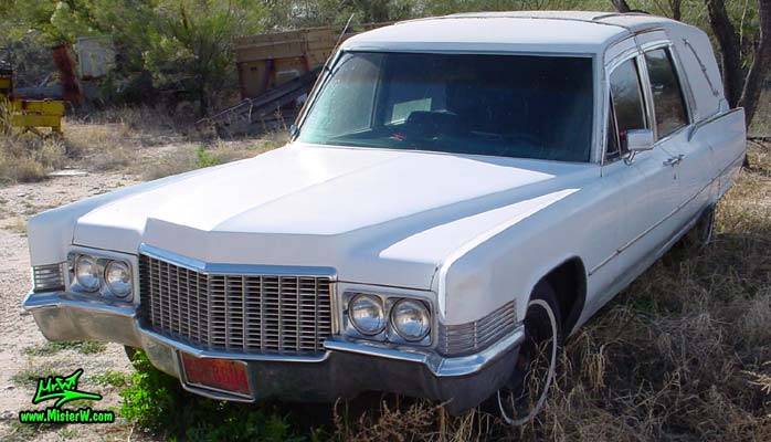 Photo of a white 1970 Cadillac Hearse in Tucson, Arizona. White 1970 Cadillac Hearse