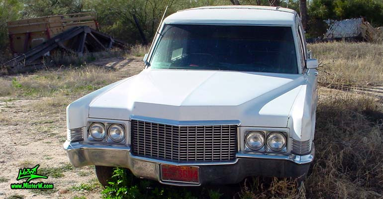 Photo of a white 1970 Cadillac Hearse in Tucson, Arizona. 1970 Cadillac Frontview
