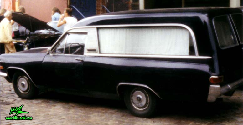 Photo of a black 1964ish?!? Opel Admiral?!? Leichenwagen (Hearse) at a classic car meeting on the St. Pauli Fischmarkt in Hamburg, Germany. Opel Hearse Sideview
