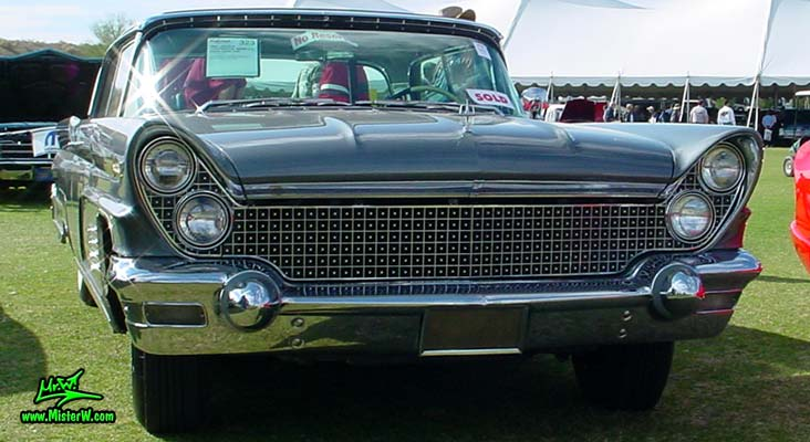 Photo of a silver gray metallic 1960 Lincoln Continental Mark V 2 door hardtop coupe at a Classic Car Auction in Scottsdale, Arizona. 60 Lincoln Mark 5