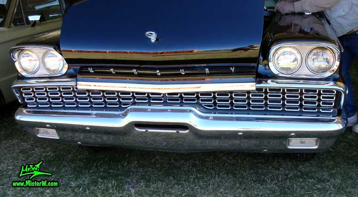 Photo of a black 1959 Mercury Montclair 2 Door Hardtop Coupe at a Classic Car Auction in Scottsdale, Arizona. 1959 Mercury Front Chrome Grill