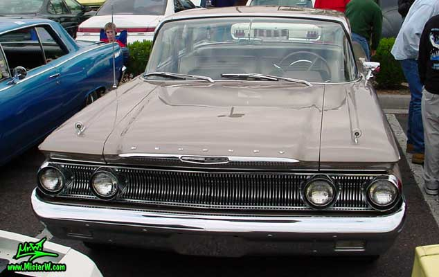 Photo of a beige 1960 Mercury Monterey 2 Door Hardtop Coupe at the Scottsdale Pavilions Classic Car Show in Arizona. 1960 Mercury Front Chrome Grill