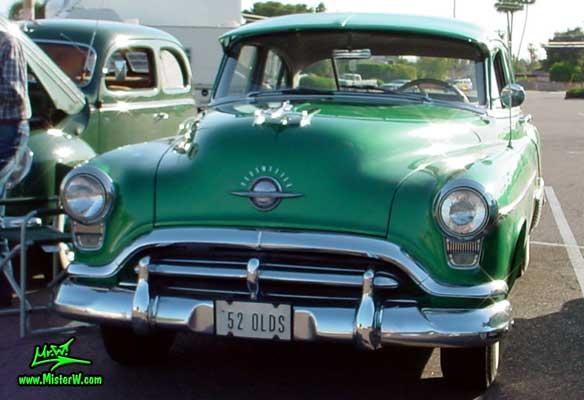 Photo of a green 1952 Oldsmobile 88 4 Door Hardtop Sedan at a Classic Car Meeting in Phoenix, Arizona. 1952 Oldsmobile Frontview