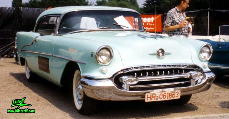 Photo of a turkquoise 1955 Oldsmobile 2 Door Hardtop Coupe at the Wheels Nationals Classic Car Meeting in Hamburg, Germany. 1955 Oldsmobile Frontview