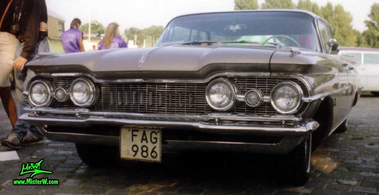 Photo of a white & brown 1959 Oldsmobile 4 Door Hardtop Sedan at a Classic Car Meeting in Germany. 59 Olds Front Chrome Grill