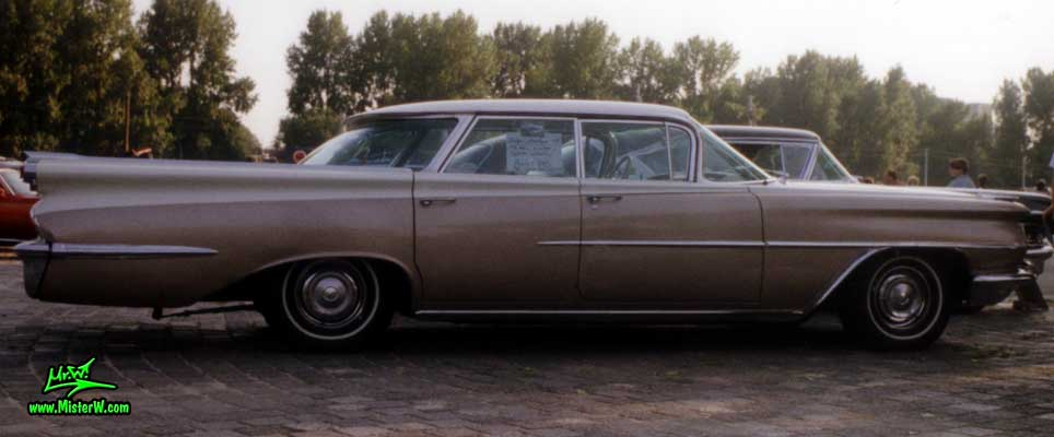 Photo of a white & brown 1959 Oldsmobile 4 Door Hardtop Sedan at a Classic Car Meeting in Germany. 59 Olds Sideview