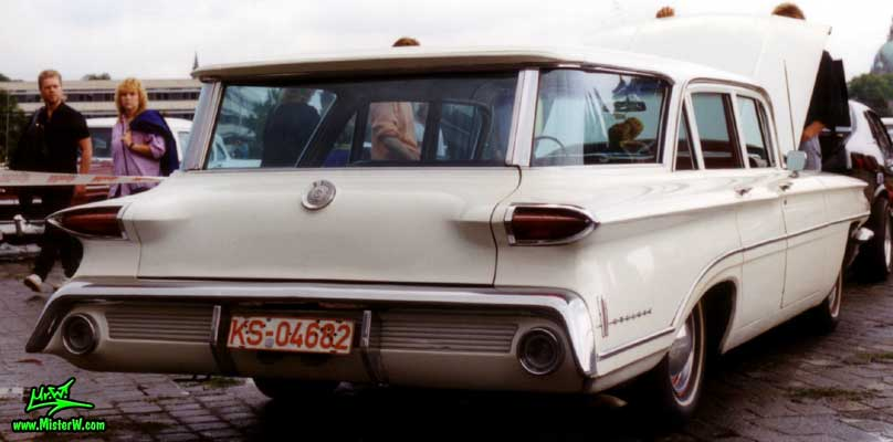 Photo of a white 1960 Oldsmobile 4 Door Station Wagon at a Classic Car Meeting in Hanover, Germany. 1960 Olds Wagon