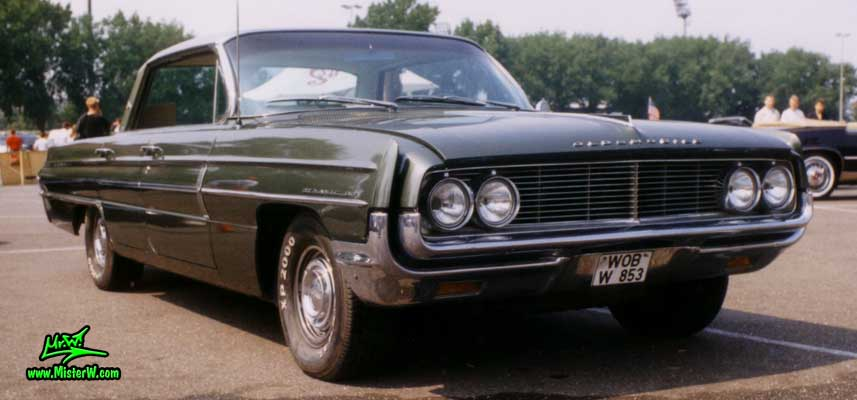 Photo of a olive 1962 Oldsmobile 4 Door Hardtop Sedan at a Classic Car Meeting in Germany. 1962 Oldsmobile Frontview