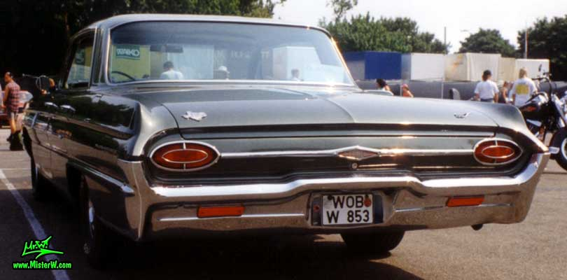 Photo of a olive 1962 Oldsmobile 4 Door Hardtop Sedan at a Classic Car Meeting in Germany. 1962 Oldsmobile Rearview