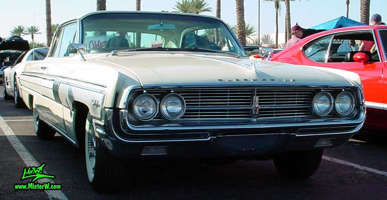 Photo of a white 1962 Oldsmobile Starfire 2 Door Hardtop Coupe at the Scottsdale Pavilions Classic Car Show in Arizona. 1962 Oldsmobile Coupe Sideview
