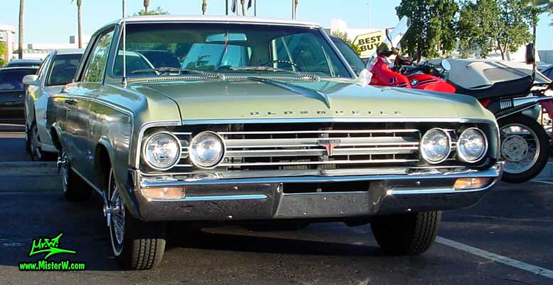 Photo of a olive 1964 Oldsmobile 2 Door Hardtop Coupe at the Scottsdale Pavilions Classic Car Show in Arizona. 1964 Oldsmobile Sideview
