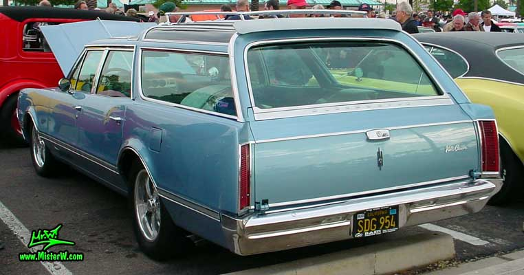 Photo of a blue 1966 Oldsmobile Vista Cruiser 4 Door Station Wagon at the Scottsdale Pavilions Classic Car Show in Arizona. 1966 Oldsmobile Station Wagon Sideview