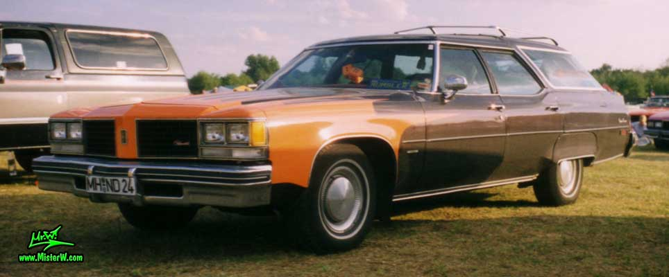 Photo of a black 1976 Oldsmobile Custom Cruiser 4 Door Station Wagon at a Classic Car Meeting in Germany. 76 Olds Wagon