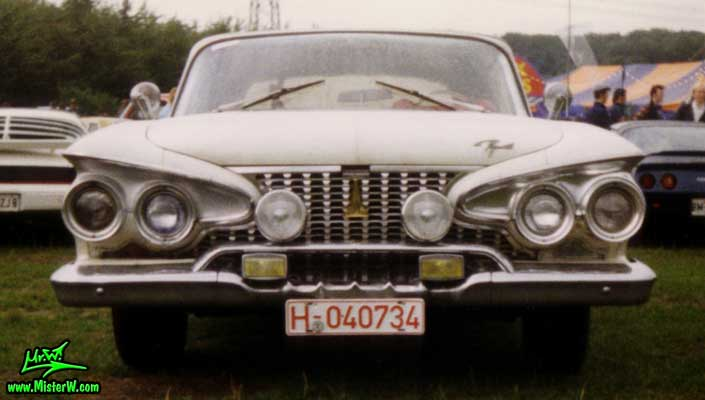 Photo of a white 1961 Chrysler Plymouth Fury Convertible at a classic car meeting in Köln Chorweiler (Cologne), Germany. Chrome Grill of a 1961 Plymouth Fury Convertible