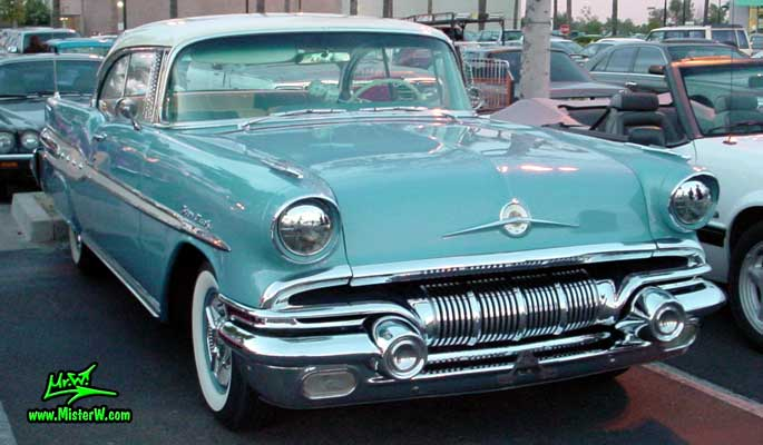 Photo of a blue 1957 Pontiac 2 Door Hardtop Coupe at the Scottsdale Pavilions Classic Car Show in Arizona. 1957 Pontiac Frontview