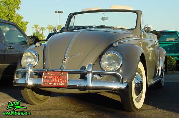 Photo of a grey Volkswagen Käfer (Bug or Beetle) Convertible at the Scottsdale Pavilions Classic Car Show in Arizona. Volkswagen Käfer Cabriolet
